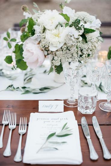 26-white-green-natural-italy-wedding-ideas
