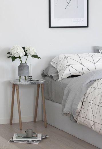 mesa con marmol
