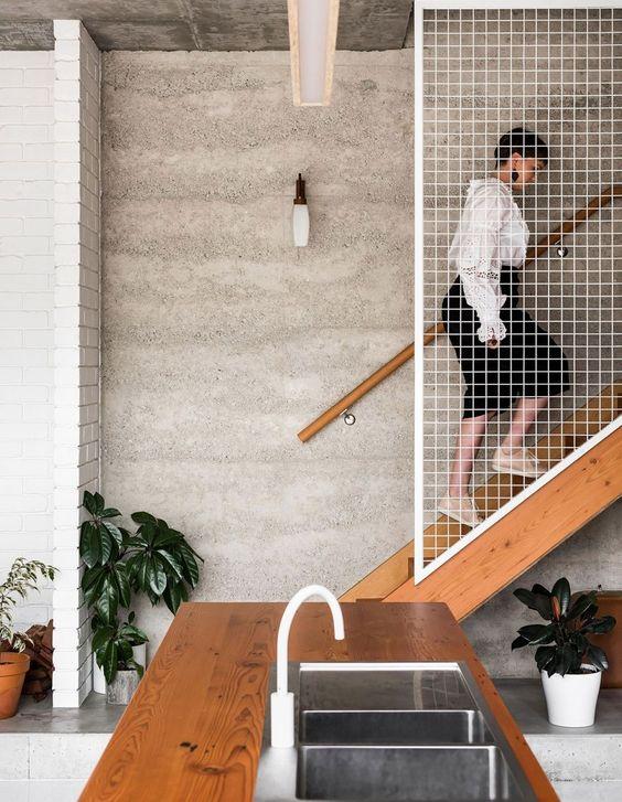 escalera con hormigon visto y madera